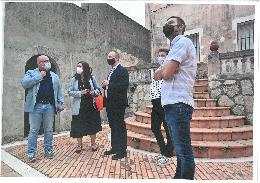 El vicepresident i conseller d'Habitatge i Arquitectura Bioclimàtica, Rubén Martínez Dalmau, visita l'antic ajuntament, el qual serà rehabilitat per a convertir-lo en un edifici multiusos.